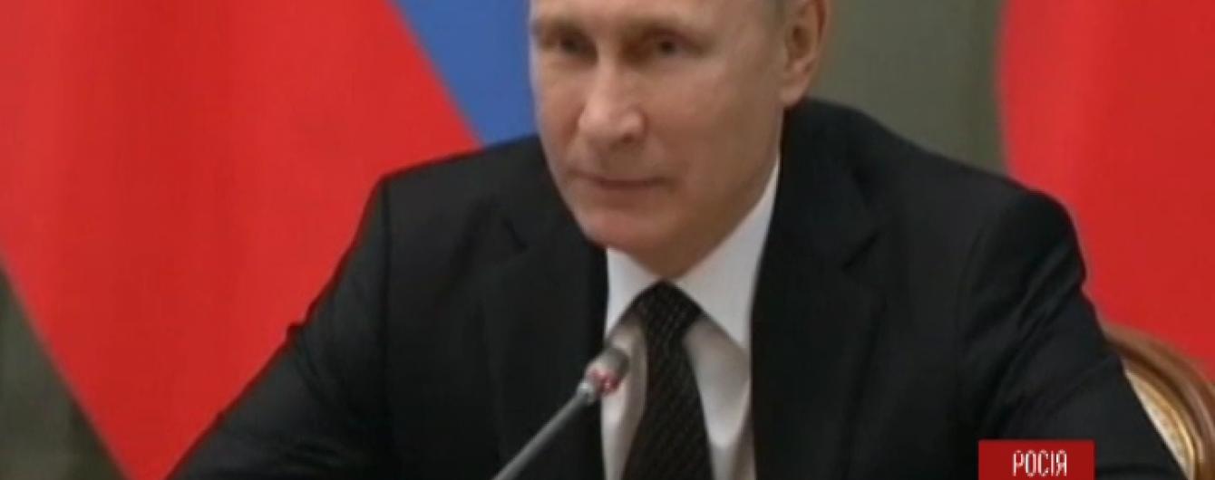 Путін у новорічному зверненні привітав військових і згадав про важкі часи