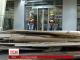 У Києві комунальники демонтували майданчик ресторану за допомогою молодиків у балаклавах