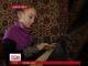 Глуха від народження дівчинка лікується за допомогою музики