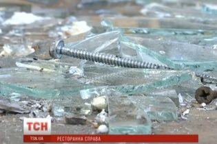 У Києві 70 молодиків у балаклавах розтрощили терасу ресторану