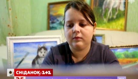 Школярка з Рівного подає свої картини, аби заробити на лікування старшої сестри