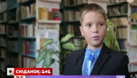 Шестиклассник из Житомира собирал макулатуру по всей школе для больного ДЦП мальчика