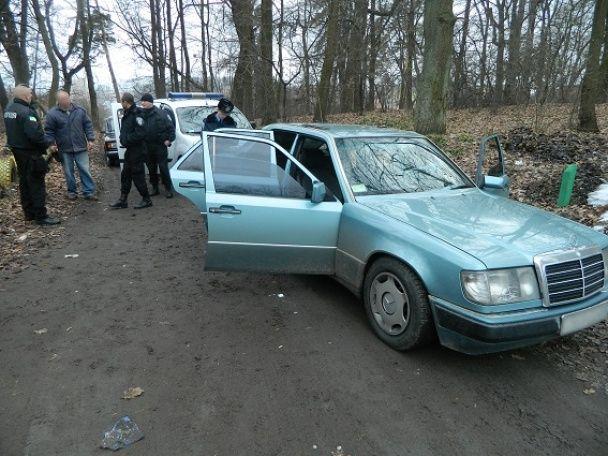 У Києві поліцейські натрапили на автомобіль зі зброєю та наркотиками