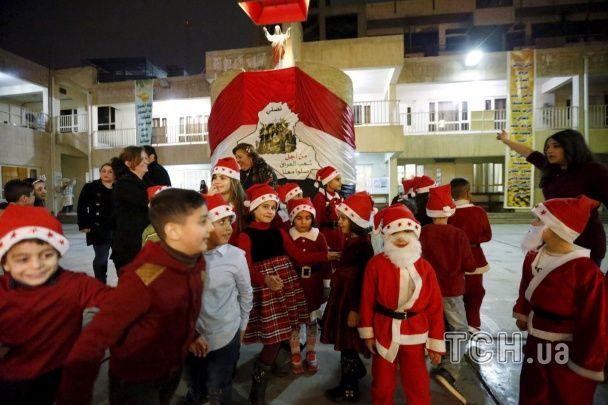 Санти у купальниках та святкова меса у Ватикані: католицький світ зустрів Різдво