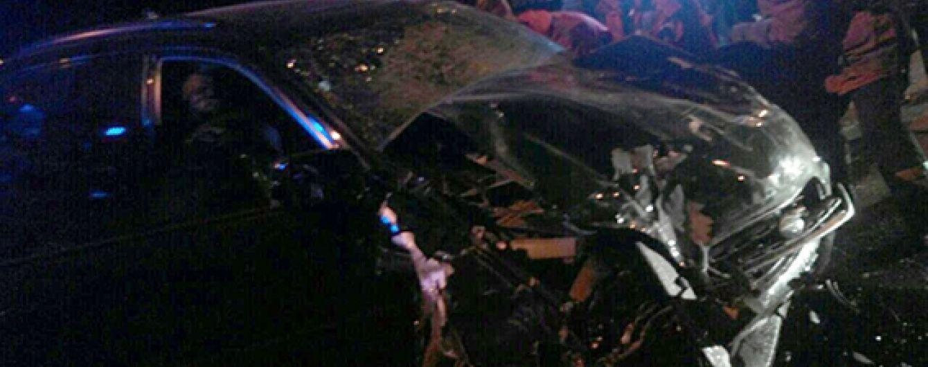 Моторошна ДТП у Дніпропетровську: Mitsubishi збив огородження і впав із моста