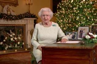 Британская королева в рождественском послании говорила о победе света над тьмой