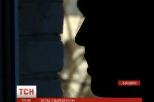 Заклеювання рота й роздягання до гола. На Львівщині наркозалежні заявляють про знущання