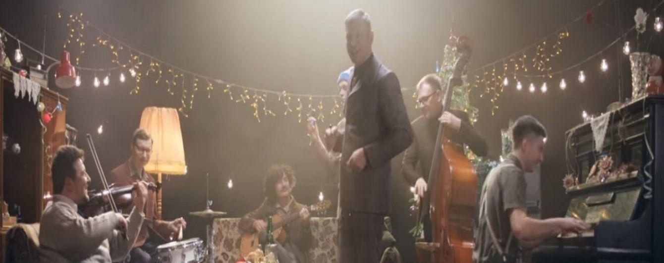 Іван Дорн зняв атмосферний кліп-привітання про новорічну ялинку