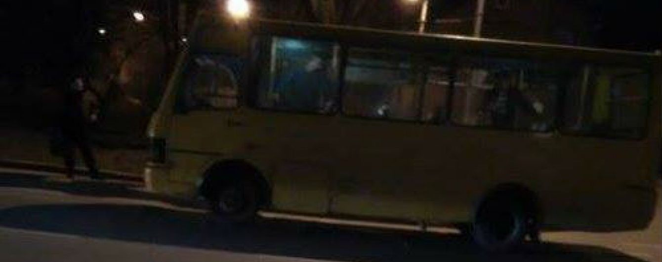 У Львові підлітки обстріляли маршрутку з пасажирами