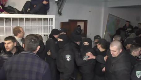 """Титушки"" атакували зал суду із Корбаном"