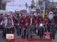 У Запоріжжі дві сотні дідів Морозів взяли участь у новорічному флешмобі на велосипедах