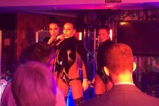 Сексуальна Астаф'єва з оголеними грудьми виступила перед депутатами