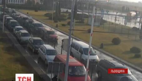 На украинско-польской границе снова образовались длинные автомобильные пробки