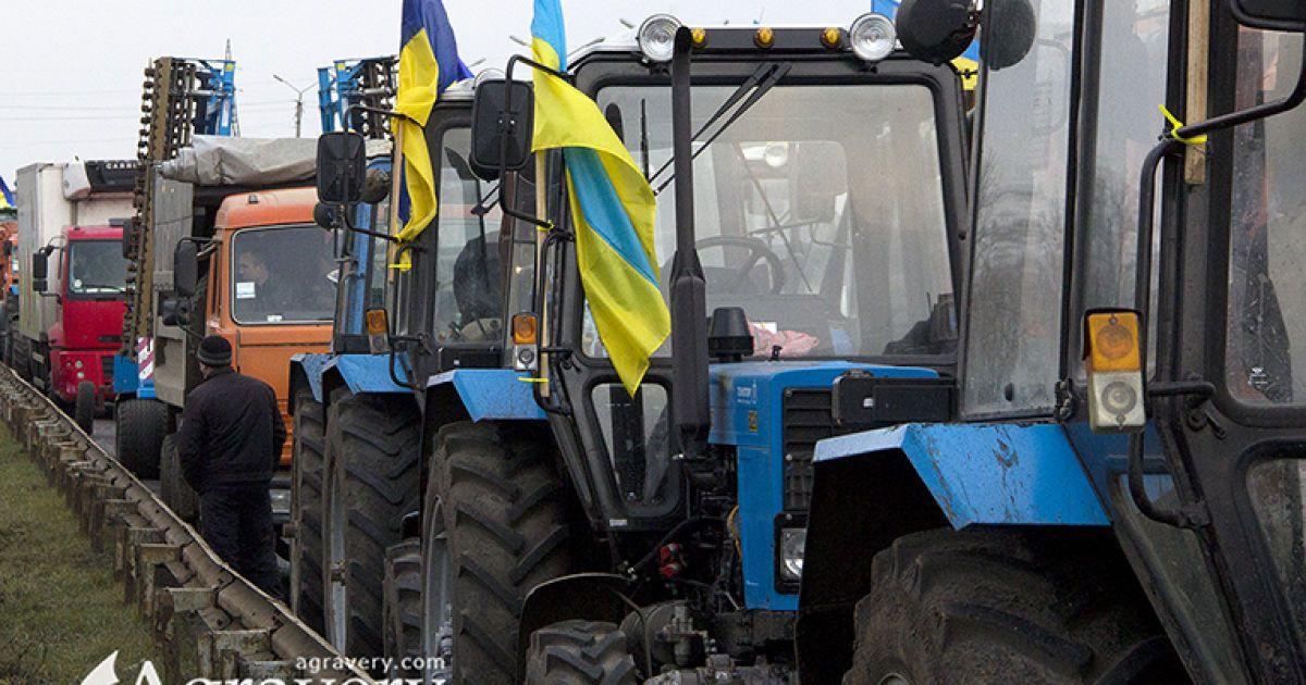Аграрії перекрили дороги через податкові зміни