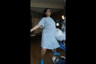 Соцмережі шаленіють від запальних танців вагітної дівчини перед пологами