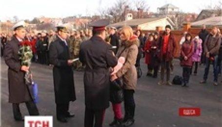 В Одессе вручили ордера 58 семьям военнослужащих