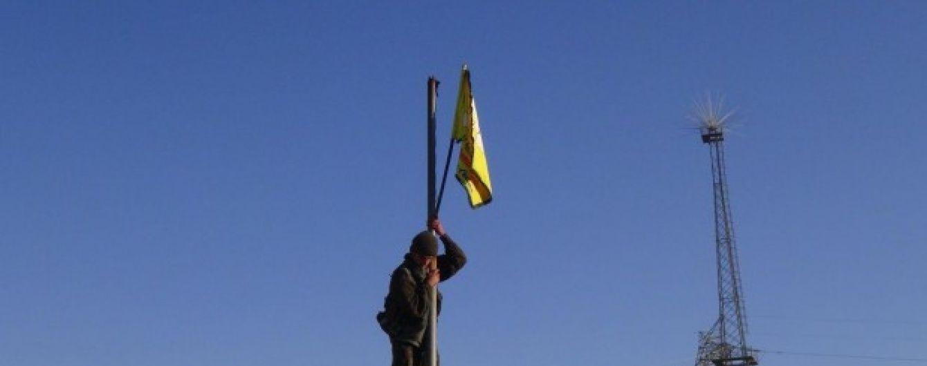 """Сирійські повстанці зняли прапор """"ІД"""" на відвойованій території й здійняли власний"""