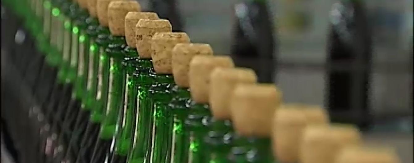 Фахівці розповіли, як за бульбашками відрізнити справжнє шампанське