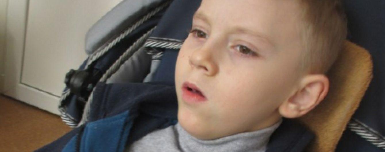 Допоможіть 11-річному Іванку зробити свої перші самостійні кроки