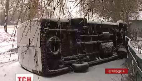 На Чернігівщині перекинулася маршрутка із 13 пасажирами в салоні