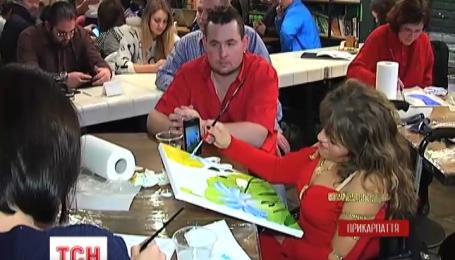 Люди з обмеженими можливостями в Івано-Франківську взялися за пензлі