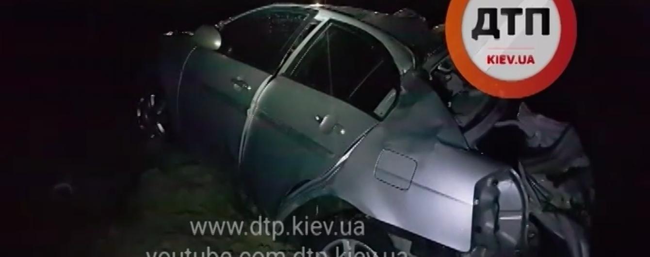 Поблизу Києва під час снігопаду у подвійній аварії загинула жінка