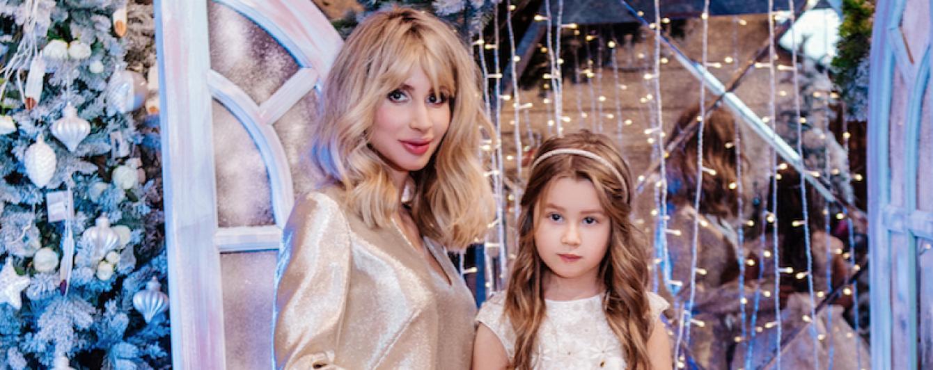 У Мережі з'явилися нові фото LOBODA з донькою у новорічній фотосесії
