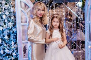 LOBODA привітала українців з Різдвом фото з дочкою