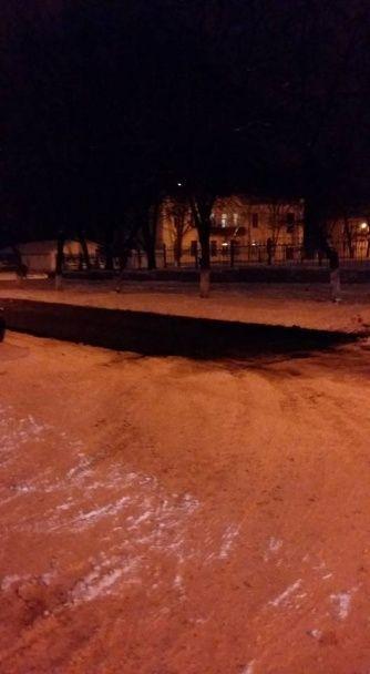 У Полтаві асфальт на дорогах поклали поверх снігу