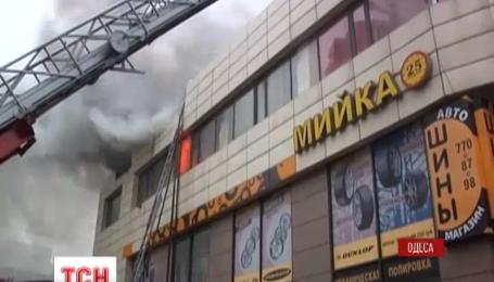 """В Одессе утром сгорело бывшее здание ночного клуба """"Огни"""""""