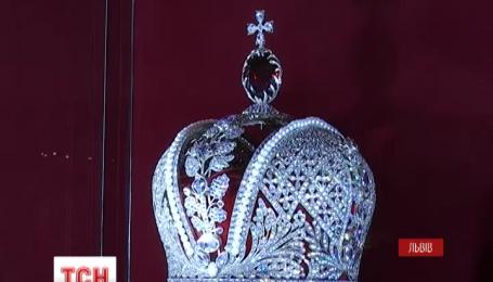 Львівські ювеліри до найменших дрібниць відтворили 70 найбільш цікавих корон світу