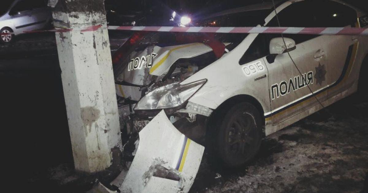 В аварію потрапили три машини, постраждали п'ять осіб.