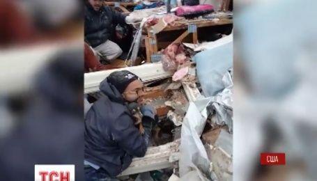В Техасе из-под завалов спасли собаку