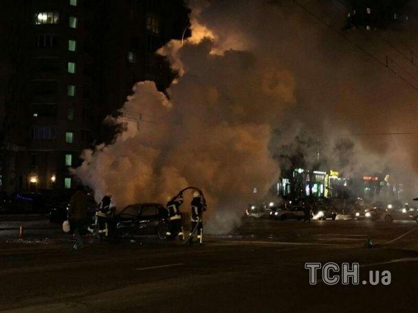 У Києві на Оболоні після аварії палали два автомобілі. Один водій загинув