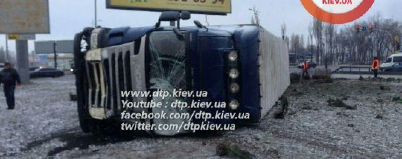 У смертельній ДТП із вантажівкою в Києві загинув полісмен – ЗМІ