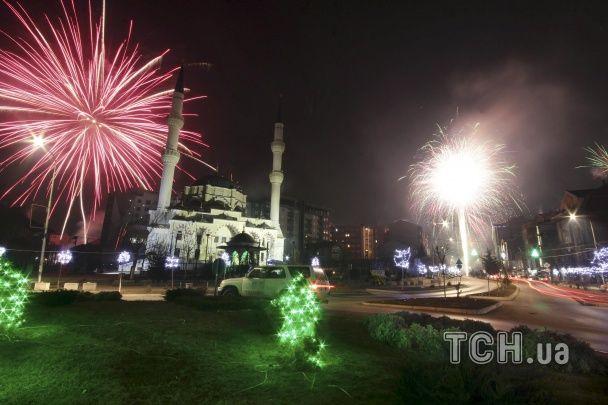 Новий рік прийшов на планету. Як по всьому світу зустрічають новий 2016