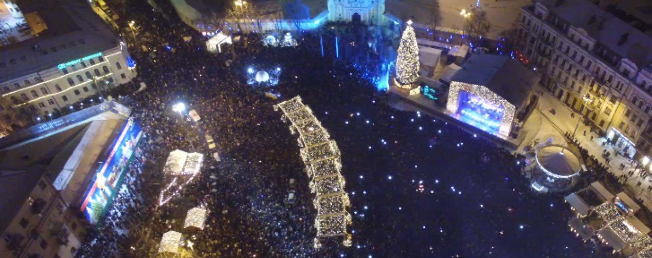 Як у Києві святкували Новий рік: вражаюче відео з висоти пташиного польоту