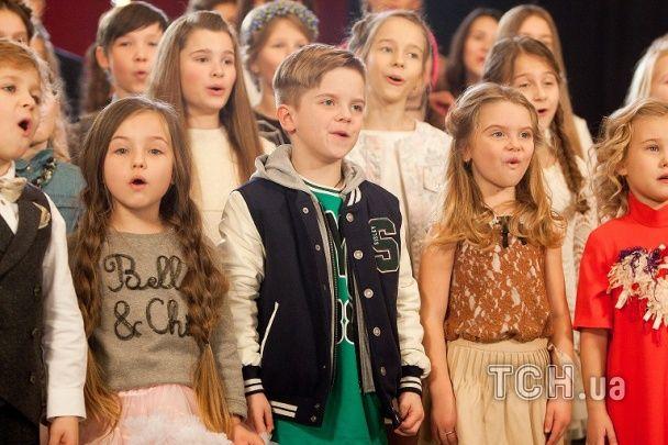 """Маленькі таланти виконали гімн України в новорічну ніч на """"1+1"""""""