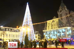Новий рік у грузинському Батумі: неочікуваний сніг, неймовірна ялинка та цікаві традиції