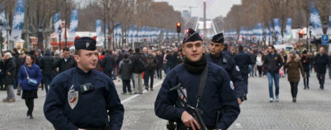 У новорічну ніч у Франції спалили понад 800 автомобілів