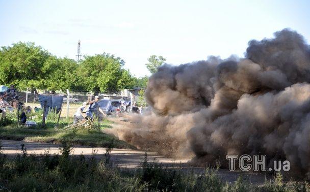 """Моторошний випадок на раллі """"Дакар"""": авто на шаленій швидкості влетіло в натовп глядачів"""