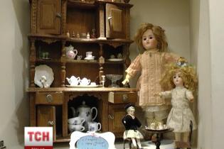 Унікальна виставка антикварних ляльок в Одесі: мініатюрні аксесуари та розкішне вбрання