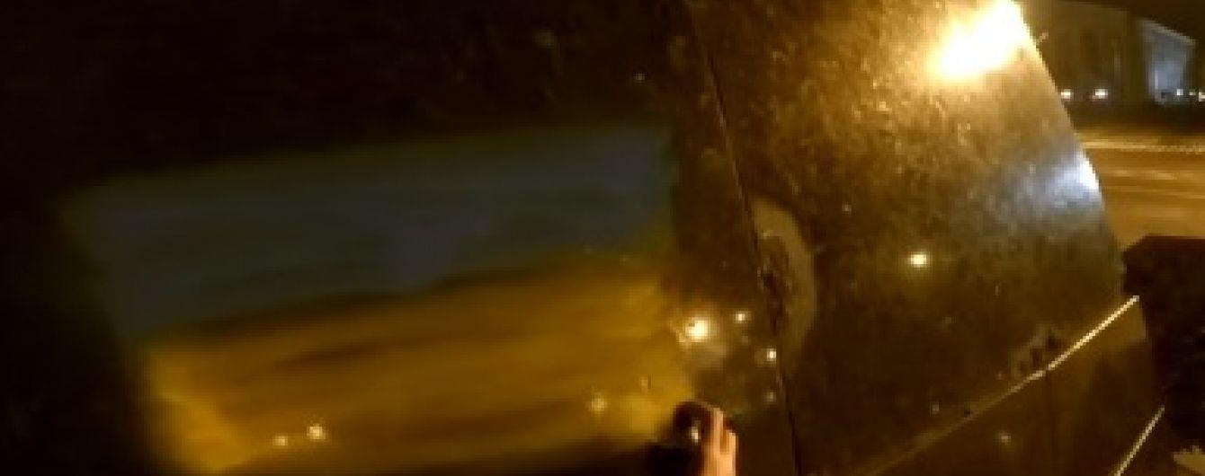 """В Донецке наказали """"полицейских"""", которые не доглядели украинский флаг на Ленине"""