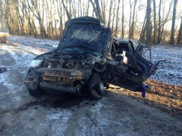 Фатальне зіткнення військового позашляховика та іномарки на Львівщині: 1 загиблий, постраждали діти