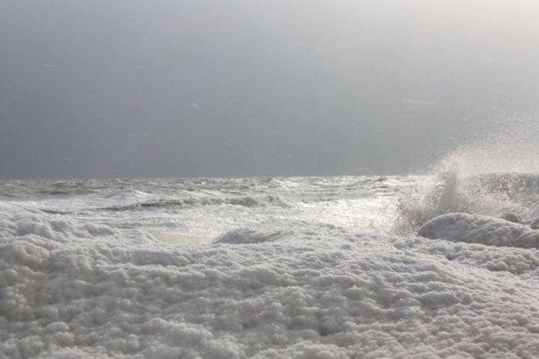 Морозна розкіш: з'явилися вражаючі фото замерзлого Азовського моря