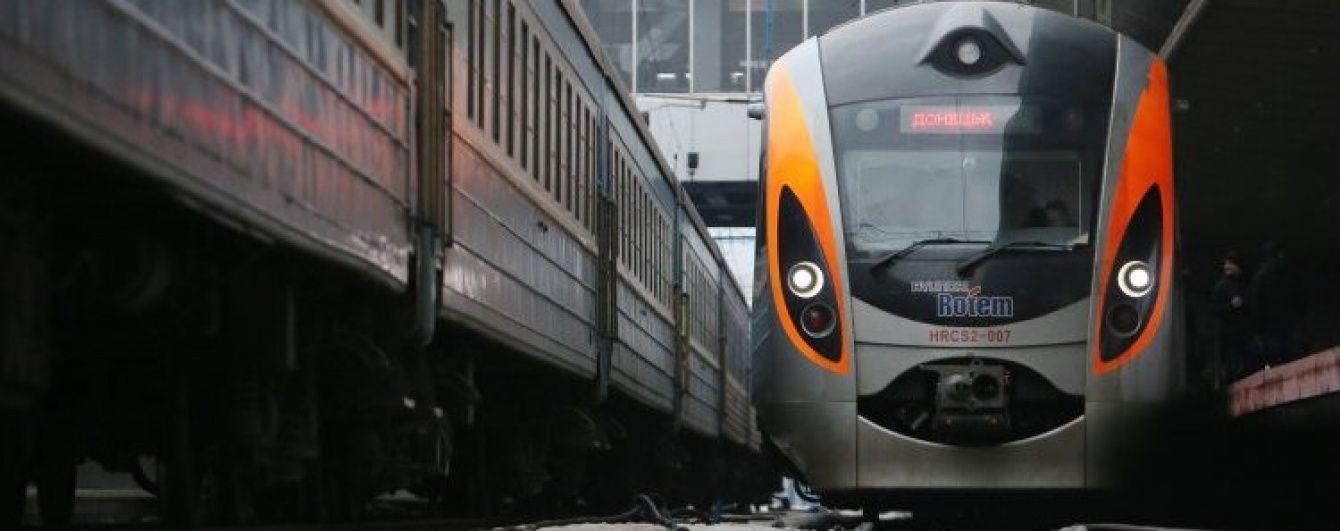 """У Вінниці в поїзді """"Інтерсіті"""" знайшли мертву людину"""