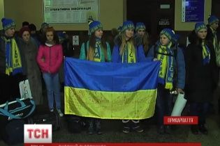 Подалі від війни дітей із Донбасу на різдвяні свята волонтери відправили в Карпати