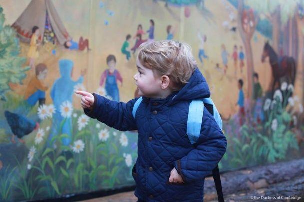 Британська королівська родина показала фото усміхненого маленького принца у дитсадку