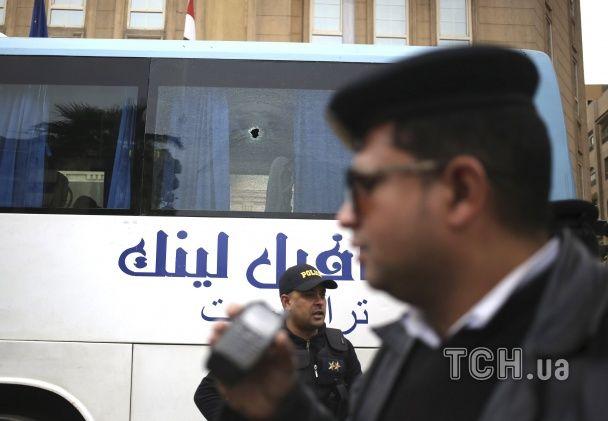 Нападники атакували туристичний автобус у Єгипті з петардами та феєрверками – ЗМІ
