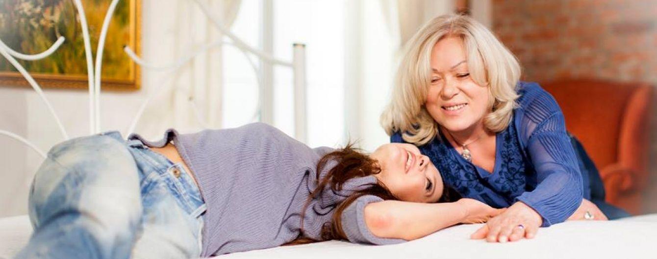 Руслана поділилася раритетними фото себе маленької з мамою